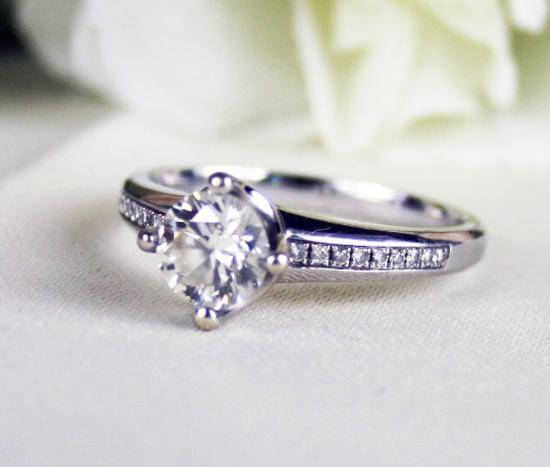 幾招教你挑選既好看又便宜的鑽石戒指 - 每日頭條