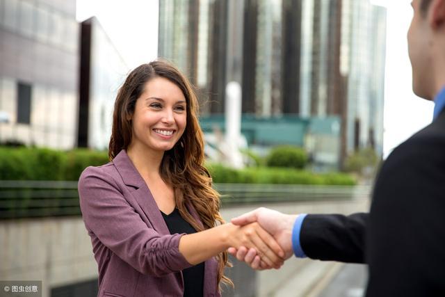 《銷售洗腦》把陌生人變成客戶的8個黃金法則。銷售的套路你要懂 - 每日頭條
