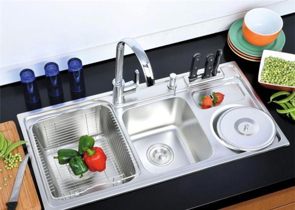 standard size kitchen sink remodels before and after 厨房水槽尺寸一般是多少厨房水槽尺寸常见的有哪些 每日头条 在选择水槽之前 首先需要对厨房水槽尺寸有基本的了解 以便更好地设计水槽 如今 家中使用的大多数水槽都是用不锈钢制成的 目前市场上不锈钢的最小水槽为500 x