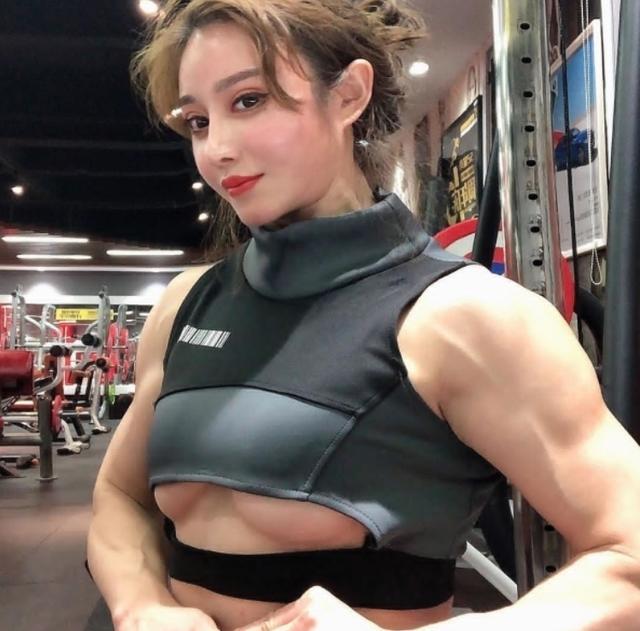 中國版「春麗」美女。竟然是性感醫學女博士 - 每日頭條