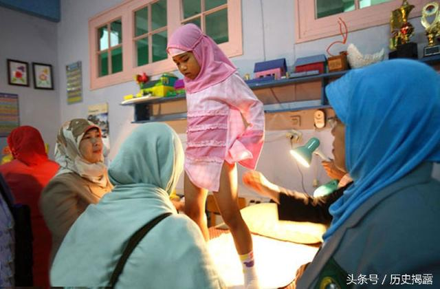 直擊印度和非洲部分國家盛行的女性割禮儀式:最小的不滿1歲 - 每日頭條