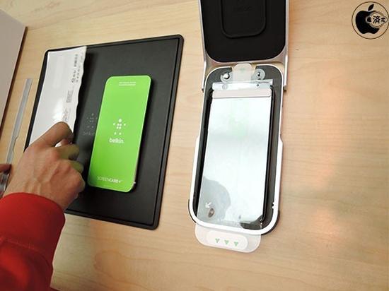 蘋果店推免費貼膜服務了。不過買個膜要230塊 - 每日頭條