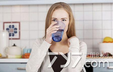 喝冰水減肥還是熱水 別真的會喝水減肥 - 每日頭條