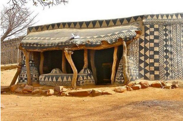 非洲牛糞蓋房像藝術品。門太小進屋要鑽洞! - 每日頭條