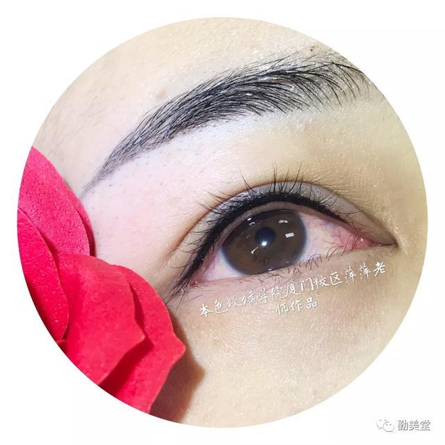做了美瞳線,眼睛腫了怎麼辦? - 每日頭條