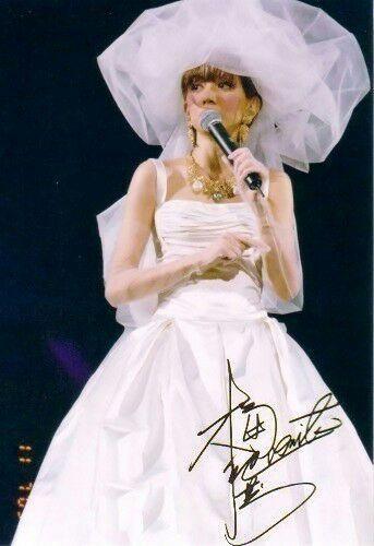 梅艷芳告別演唱會,一首夕陽之歌感觸失控,劉德華抱著梅艷芳哭! - 每日頭條