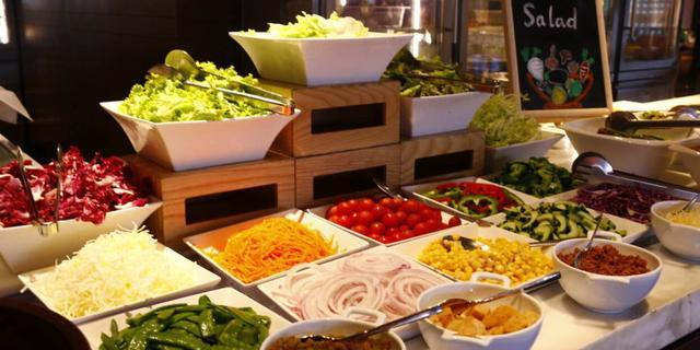 琳瑯滿目的自助餐,怎樣吃又健康又回本 - 每日頭條