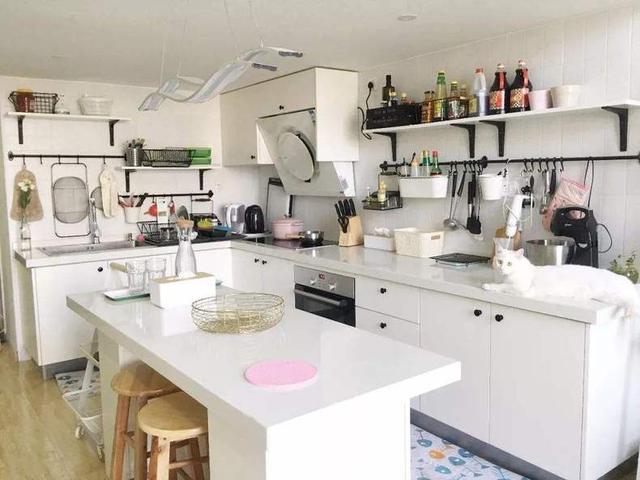 island kitchen mobile home 明星家的中岛厨房 装在小户型里更实用 每日头条 如果大家留意明星的豪宅别墅 或者装修案例的图片 就会发现中岛是厨房的标配 之所以中岛厨房这么受欢迎 肯定是有过人才能的 没错 中岛是厨房的全能手