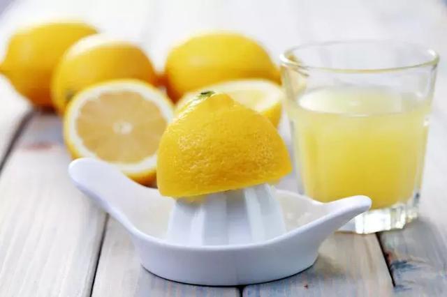 夏天來了。5款自製檸檬飲品來了完爆奶茶店! - 每日頭條