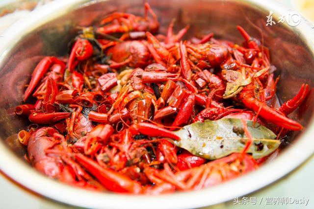 小龍蝦專吃垃圾和排泄物。還該不該吃小龍蝦? - 每日頭條
