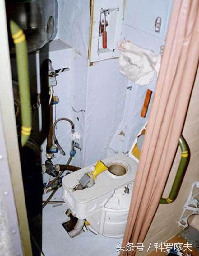 戰鬥機沒廁所。飛行員內急拉肚子怎麼辦。原來這樣解決 - 每日頭條
