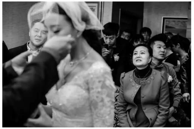 嫁女兒娶媳婦的區別!婚禮當天感動千萬人 - 每日頭條