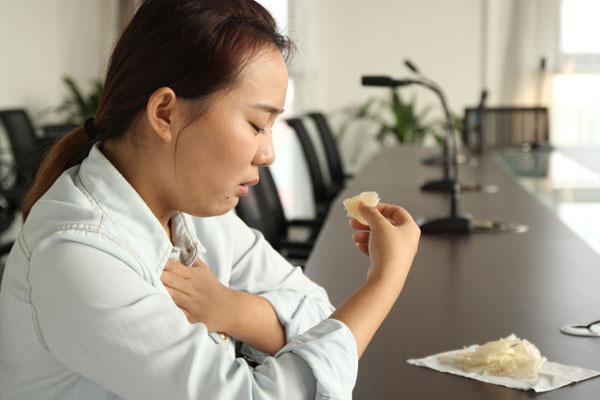 人為什麼吃飽了就想睡覺?吃飽就睡時間長了,身體會有什麼變化? - 每日頭條