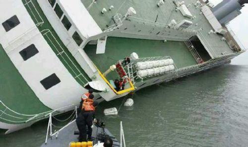 韓國起吊世越號 沉船事件回顧:304人喪生 多為中學生 - 每日頭條