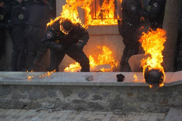 https://i0.wp.com/i2.mirror.co.uk/incoming/article3051013.ece/ALTERNATES/s615/Ukraine-Riots-3051013.jpg