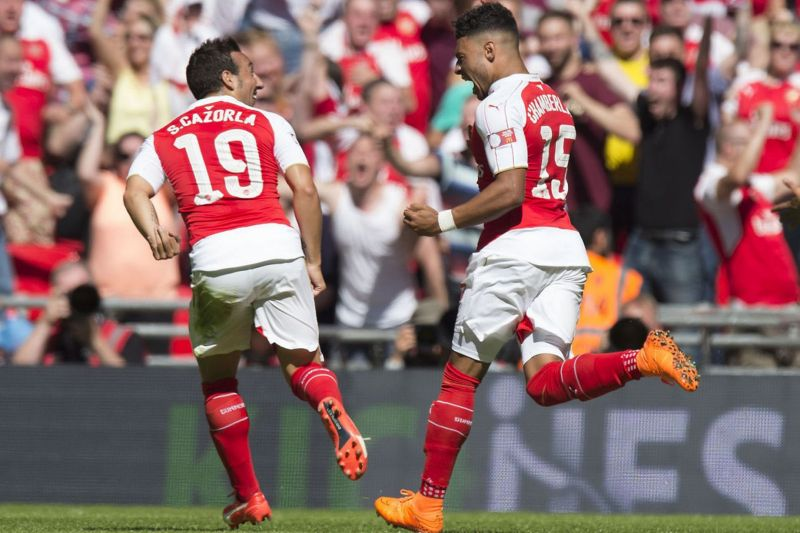 Alex Oxlade-Chamberlain celebrates with Santi Cazorla