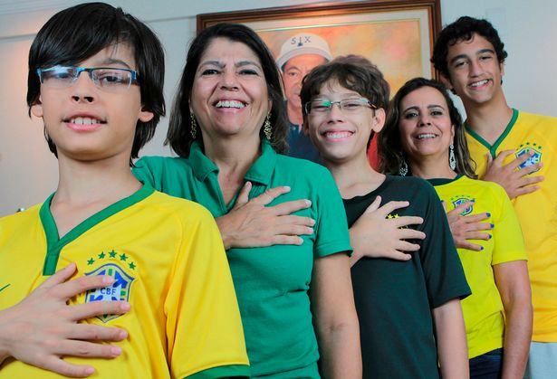 Da Silvas - Share the genetic mutation for six fingers