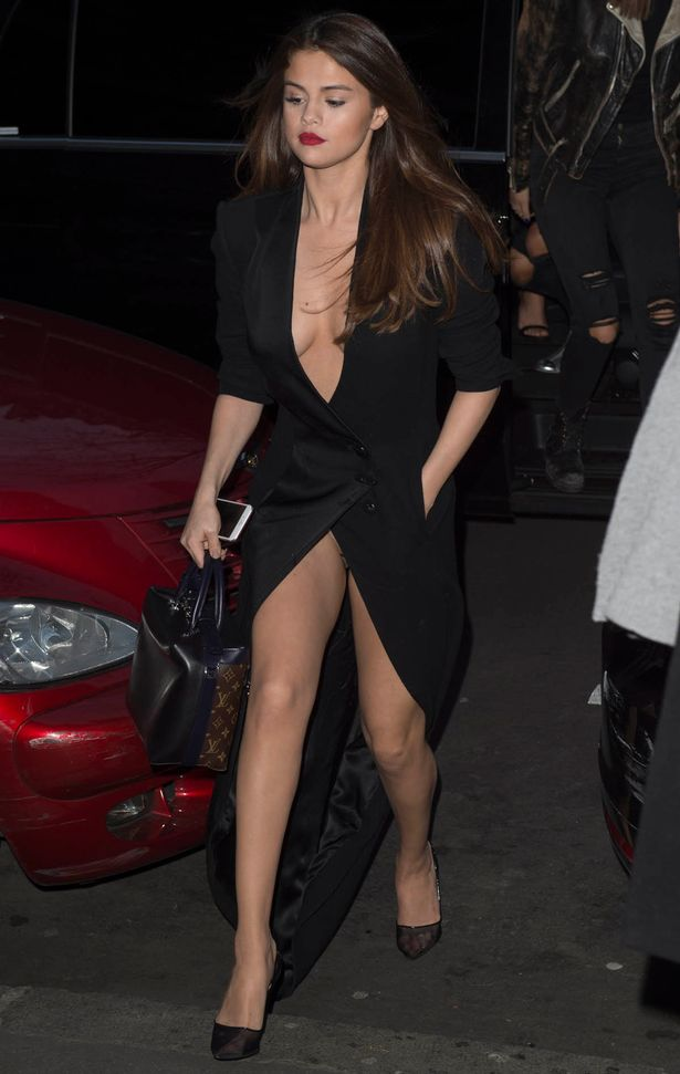 Selena Gomez leaves her Paris hotel