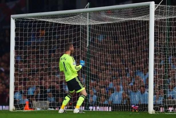 West-Ham-v-Manchester-United Photos: Man Utd keeper, De Gea  hit by bottle during West Ham United match