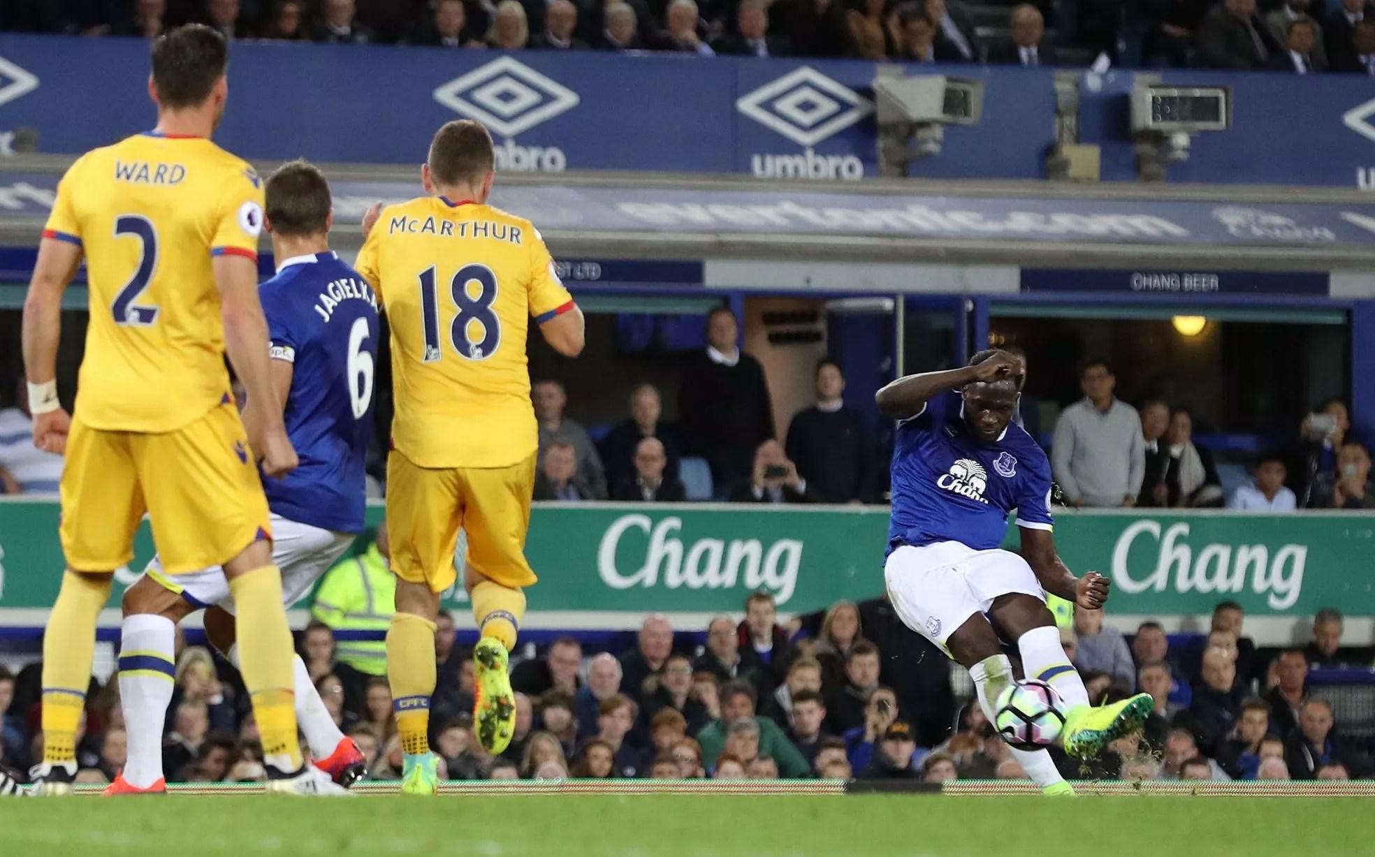 Romelu Lukaku scores the first goal