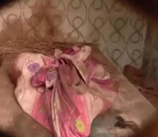 Ibu Miyan menemukan kejadian mengerikan itu di sebuah rumah kosong di Pilibhit, India utara