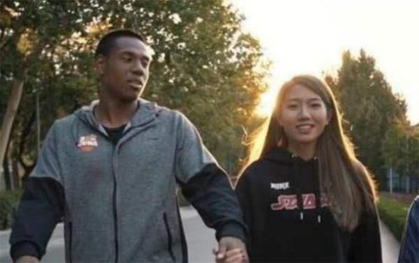 黑人混血球員帶中國女友體驗東歐風情:切身體驗不同文明真的很棒! - 壹讀