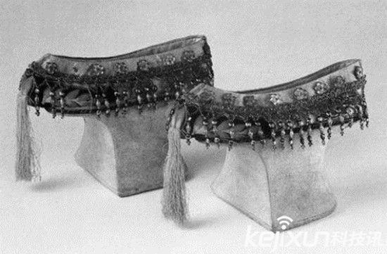 清代宮女們的三寸金蓮高跟鞋有多高? - 壹讀