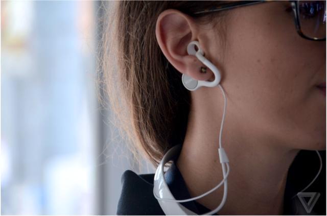 索尼Concept N戴脖子上的骨傳導耳機 - 壹讀