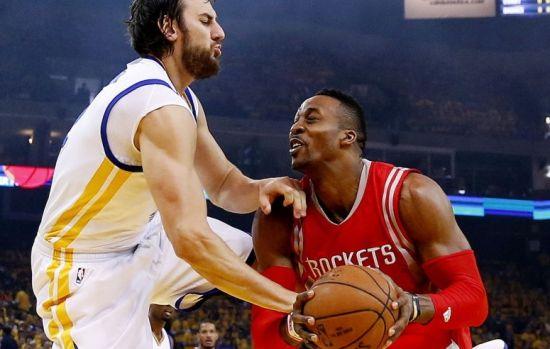 霍華德被隊友撞傷膝蓋前景不明 火箭不能沒他_籃球-NBA_新浪競技風暴_新浪網