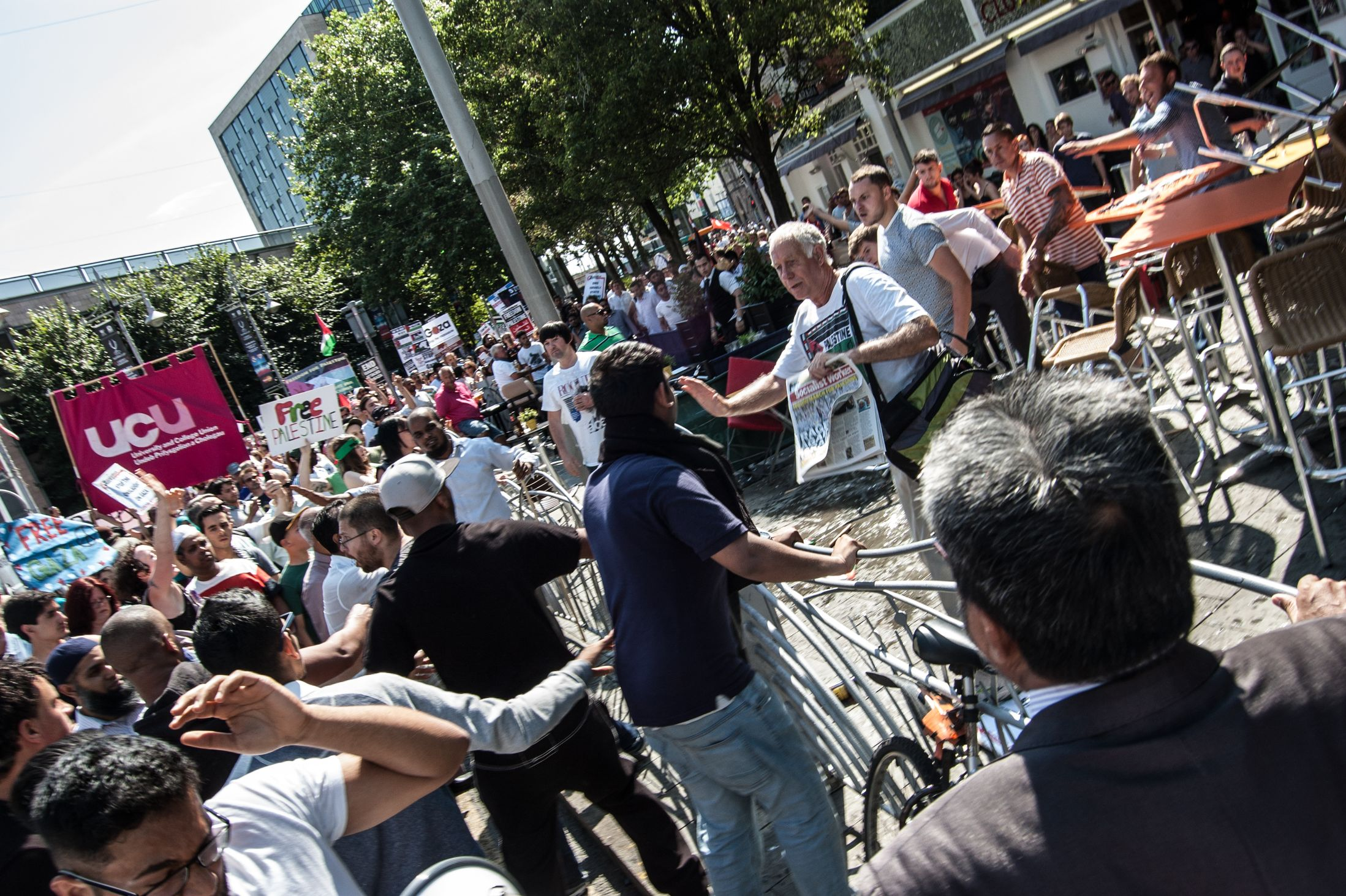 Far Left and Muslim extremists attack members of the public drinking outside town centre bars. Notice the Socialist Workers Party (who control the UAF) central to the violence.