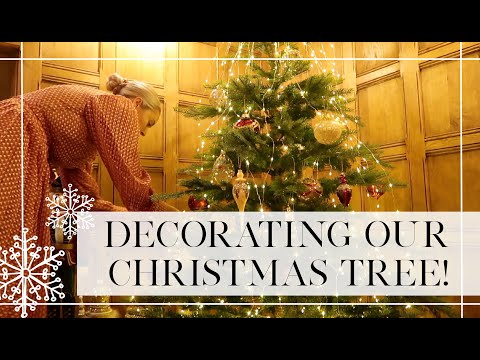 DECORATING OUR CHRISTMAS TREE  🎄 🎄  // Fashion Mumblr Vlogs