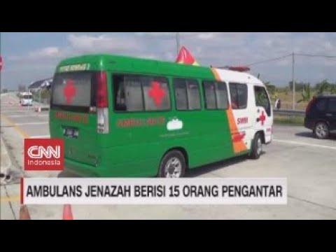 Ambulans Jenazah Berisi 15 Orang Pengantar