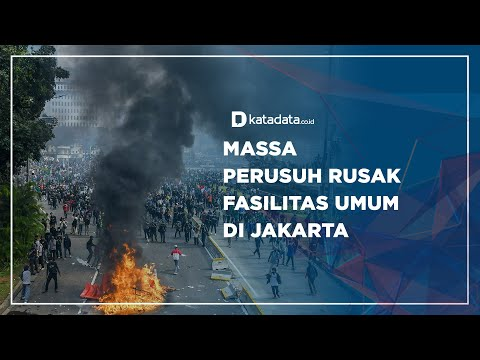 Massa Perusuh Rusak Fasilitas Umum di Jakarta | Katadata Indonesia