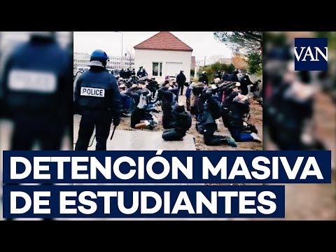 Impactantes imágenes de estudiantes detenidos por la Gendarmerie cerca de París