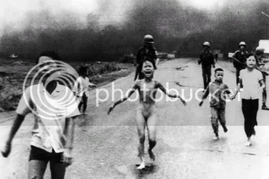 Esta foto, conocida como La niña de Vietnam dio la vuelta al mundo y es una de las imágenes míticas del periodismo de guerra