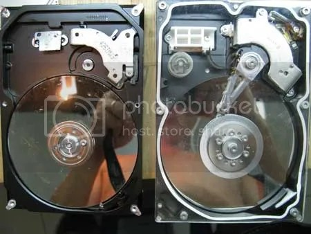 Hình ảnh của ổ Seagate giả (trái) và th�t (phải) sau khi tháo vỏ.