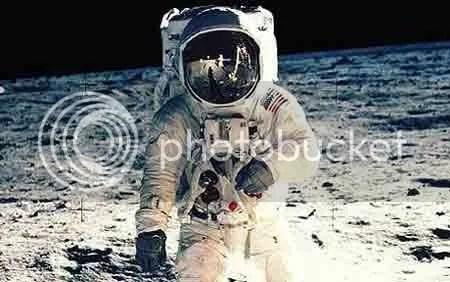 Nhà du hành Buzz Aldrin trên mặt trăng vào ngày 20/71969. Ảnh: NASA.