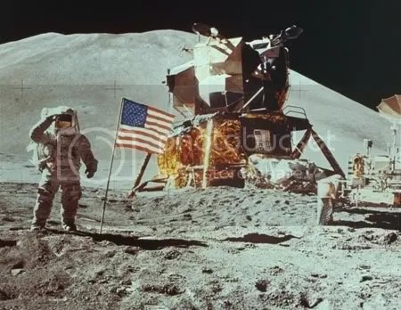 Cả thế giới thán phục trình độ khoa học kỹ thuật của Mỹ khi nước này thành công trong việc đưa người lên mặt trăng vào năm 1969. Ảnh: ancestry.com.