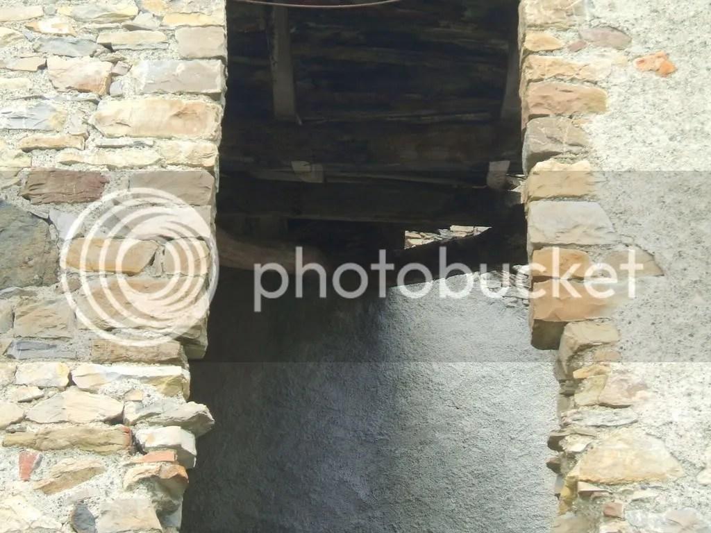 casa diroccata - travi Pictures, Images and Photos