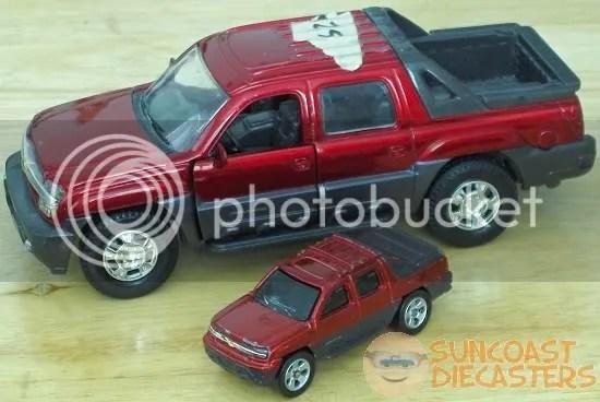 2002 Chevrolet Avalanche (Maisto, NewRay)