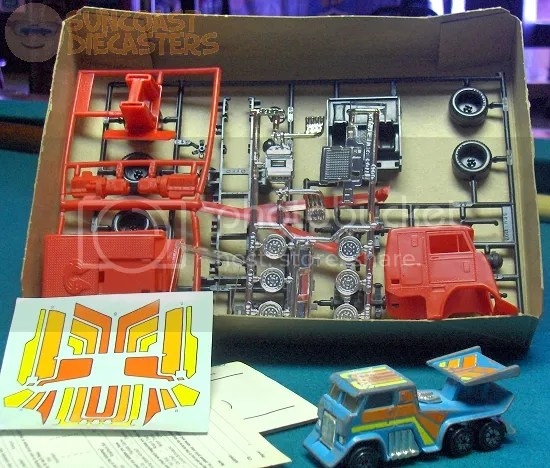 I'm torn as to whether to build it, or just put the whole box in my display cabinet and stare at it dreamingly....