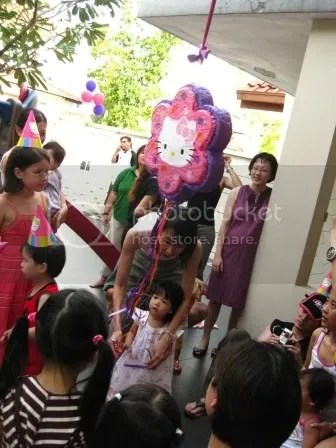 aira and the pinata