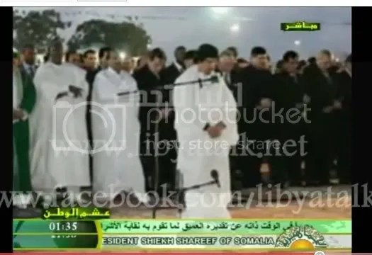 Moammar al-Gadhafi at prayer