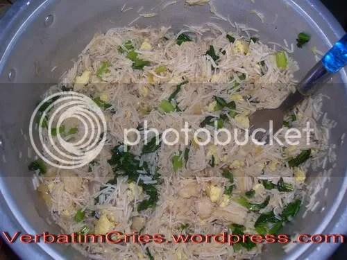 Bihun goreng-tom yum