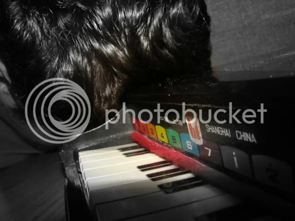 Pianul uitat şi reticenţa