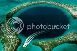 Lubang Raksasa di tengah laut Belize yang diberi nama Great Blue Hole