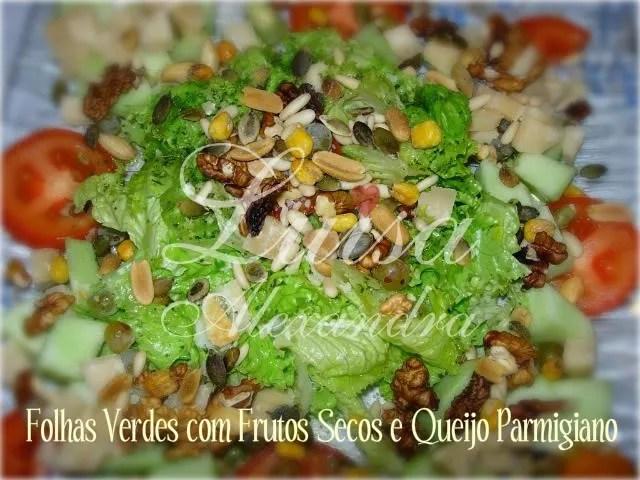 Folhas de Alface com Frutos Secos e Parmigiano Pictures, Images and Photos