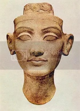 picture of unfinished bust of Nefertiti