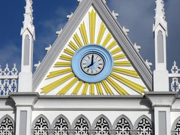Photograph of a big clock located on the facade of the church.  As you see, the photo was taken at 08:00 a.m.  The clock can be clearly seen from the street down below.