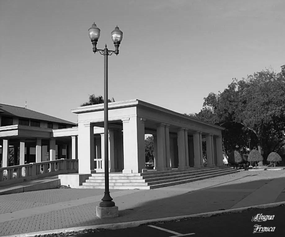 A view of the former Balboa High School Building in a black and white version.  (Credit:  Omar Upegui R.)